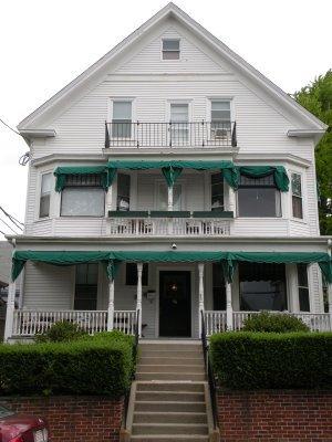 newport blues inn